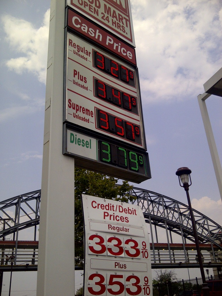 Gas price sign for cash, credit