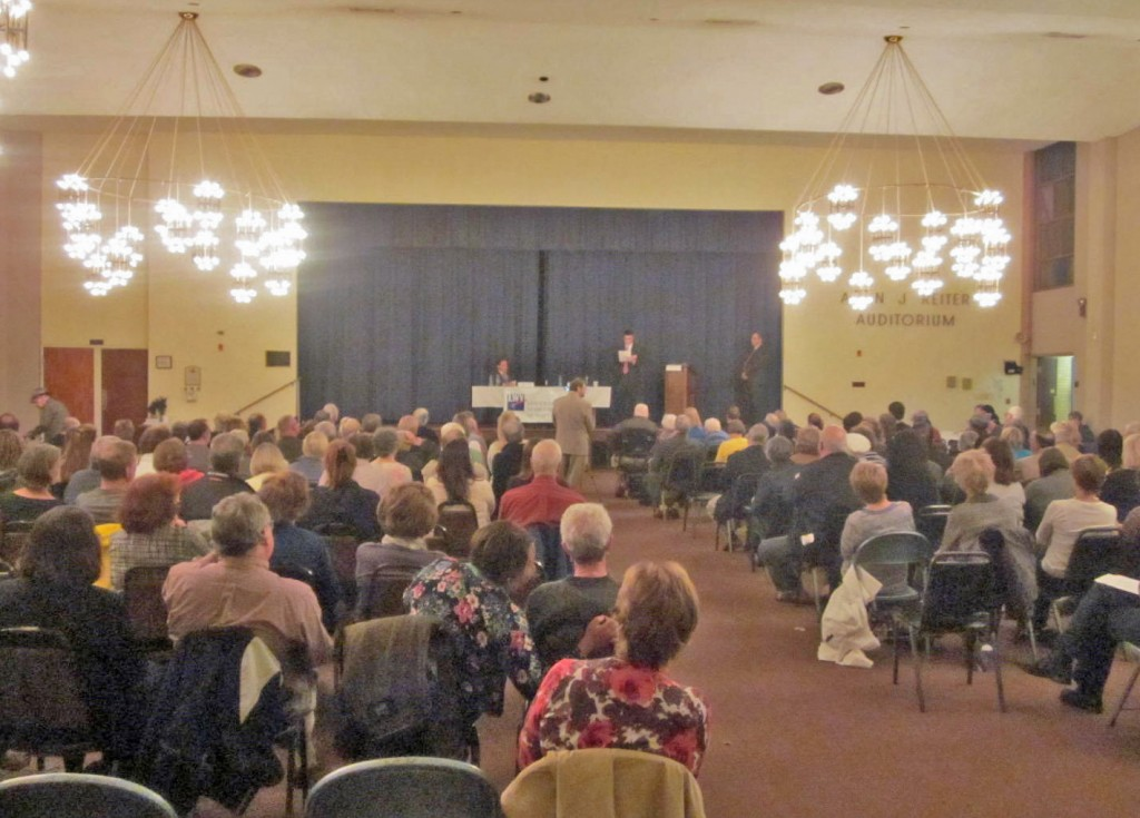 About 120 people attend the Annapolis mayoral debate at Congregation Knesseth Israel.