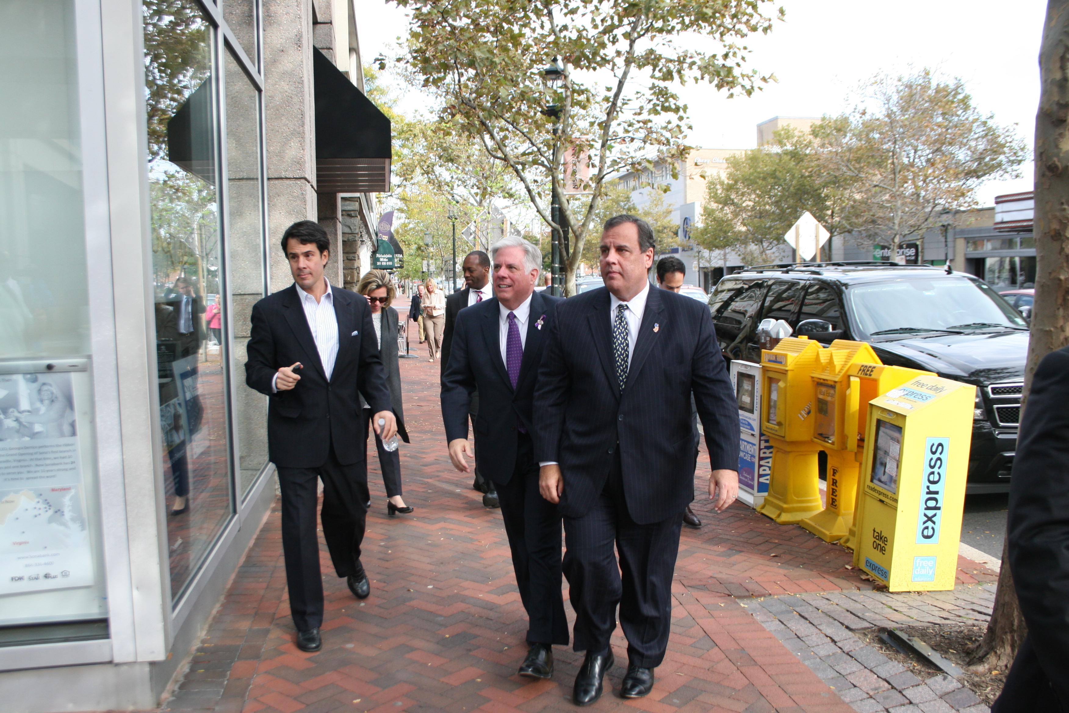Blue Maryland can go Republican with Hogan, Christie says