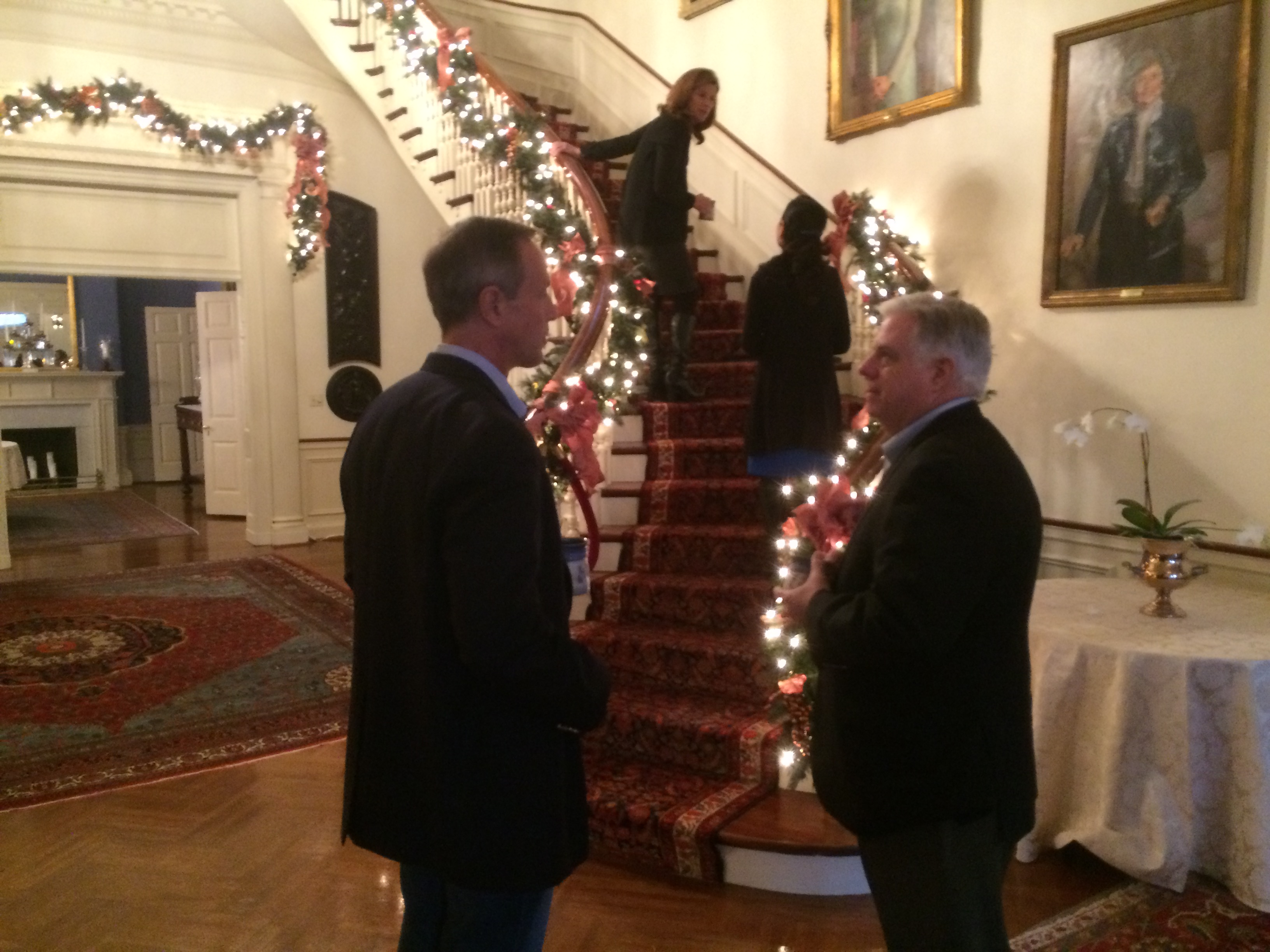 Hogans tour Government House with O'Malleys