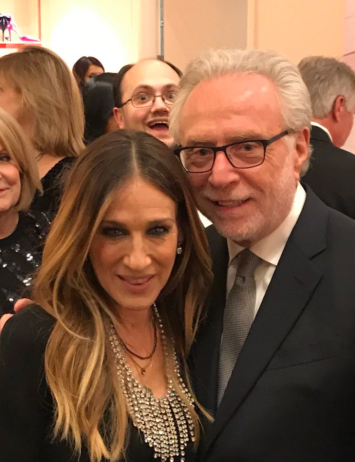 Sarah Jessica Parker, left, with Wolf Blitzer and a photobombing. Photo fro Wolf Blitzer's Twitter feed.
