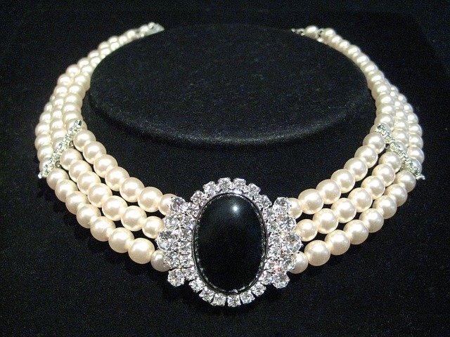 Increase in Wholesale Jewelry Sales Threatening Brick and Mortar Stores