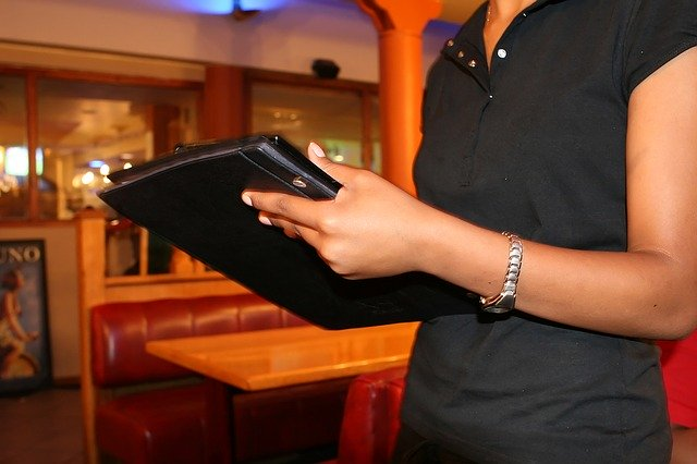 Top 7 benefits restaurants can get from using an online food ordering system