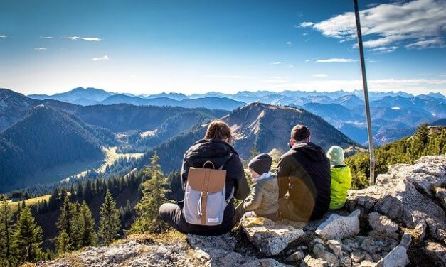 Family Hikes: A fun and safe way to enjoy outdoor activities during the pandemic